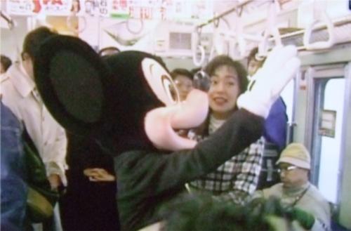 ディズニーの噂・裏技・裏話_電車に乗るミッキーマウス