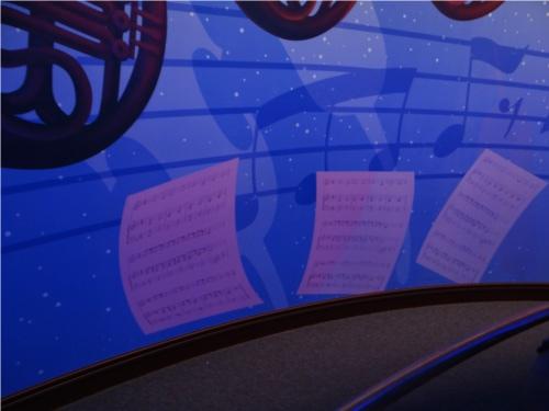 ディズニーの噂・裏技・裏話_フィルハーマジックのQラインに描かれた楽譜