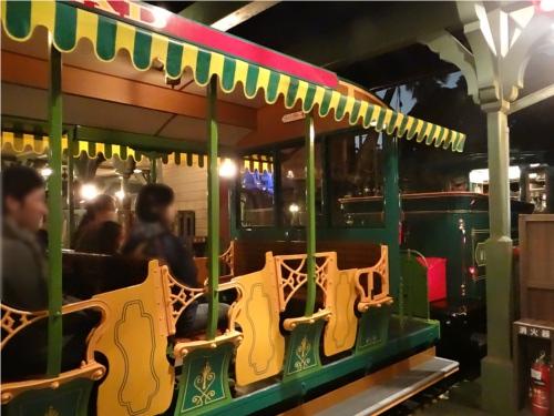 ディズニーの噂・裏技・裏話_ウエスタンリバー鉄道で先頭に乗るとかなりゆったりできる