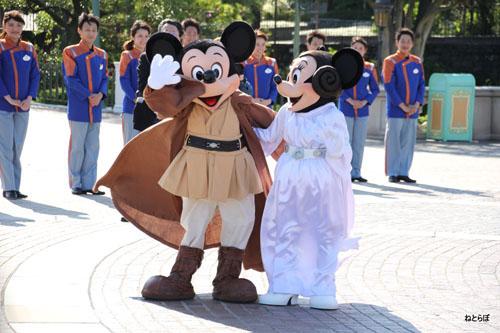 ディズニーの噂・裏技・裏話_スター・ツアーズのリニューアルオープンを記念してパーク内にスター・ウォーズのキャラクターが大集合