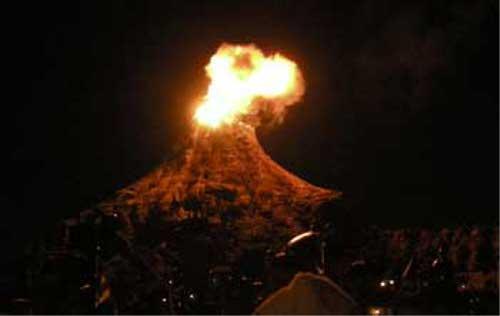 ディズニーの噂・裏技・裏話_プロメテウス火山から隠れミッキーな炎があがる