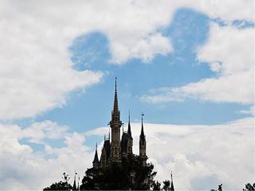 ディズニーの噂・裏技・裏話_ディズニーリゾートの上空に奇跡の隠れミッキー雲