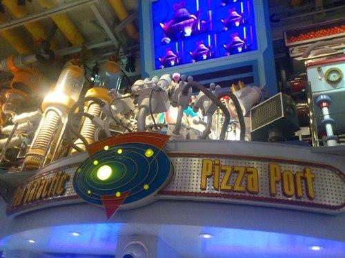 ディズニーの噂・裏技・裏話_世界で初めてオーディオ・アニマトロニクスが導入されたレストラン、パン・ギャラクティック・ピザ・ポート