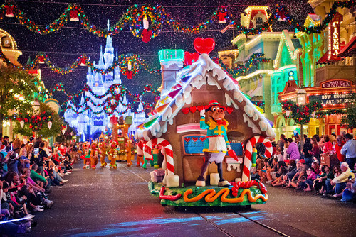 ディズニーの噂・裏技・裏話_クリスマスムード溢れる海外ディズニーリゾートのクリスマスイベント
