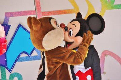 ディズニーの噂・裏技・裏話_痛そう…ミッキーの鼻がいろいろとすごいことに