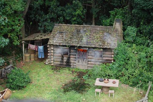 ディズニーの噂・裏技・裏話_マークトウェイン号から見える燃える小屋には隠れミッキーがある