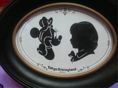 ディズニーの噂・裏技・裏話_ディズニーランドにはすごい切り絵アーティストがいる