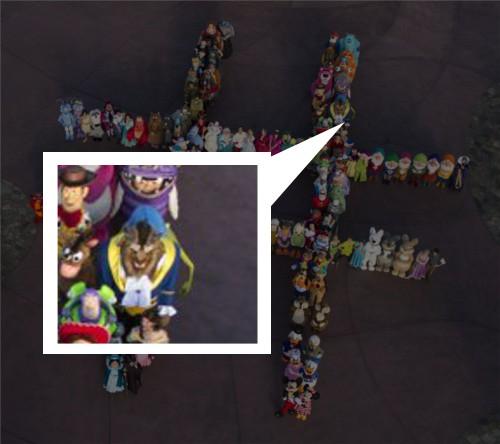 ディズニーの噂・裏技・裏話_140人のディズニーキャラクターが大集合してハッシュタグの人文字を作成