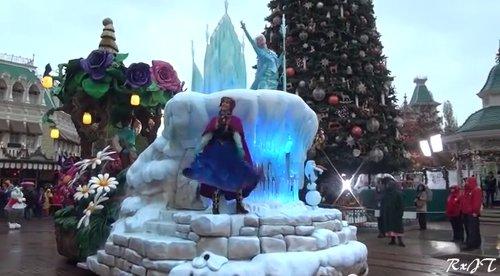 ディズニーの噂・裏技・裏話_アメリカのディズニーパークでは「アナと雪の女王」の壮大なショーが楽しめる