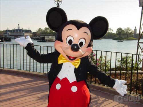 ディズニーの噂・裏技・裏話_いたたたた…ハプニングでミッキーの鼻がいろいろとすごいことに