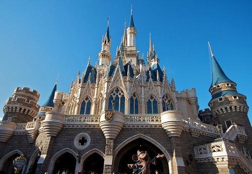ディズニーの噂・裏技・裏話_奇跡のショット!シンデレラ城の上空に巨大な隠れミッキーが