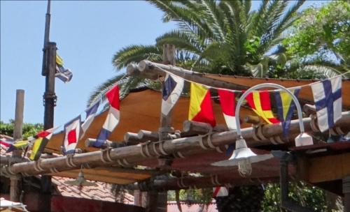 ディズニーの噂・裏技・裏話_ディズニーシーの旗は暗号になっている