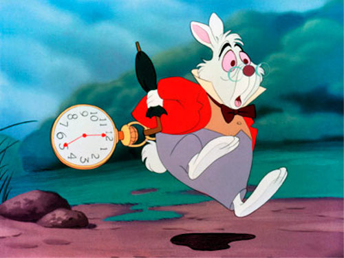 ディズニーの噂・裏技・裏話_ふしぎの国のアリスに登場する白ウサギはいつの間にか衣装チェンジしている