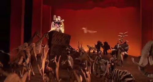 ディズニーの噂・裏技・裏話_機内でライオン・キング出演者がとった行動が話題に