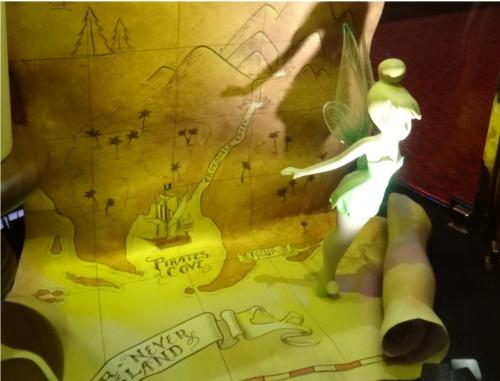 ディズニーの噂・裏技・裏話_「ミッキーのフィルハーマジック」のロビーには隠れミッキーがいる