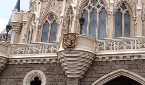 ディズニーの噂・裏技・裏話_シンデレラ城にディズニー家の紋章