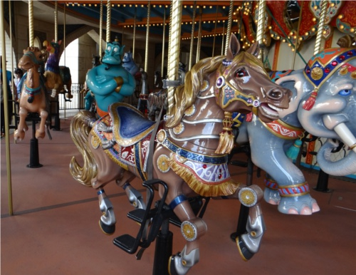 ディズニーの噂・裏技・裏話_キャラバンカルーセルの馬に隠れミッキー