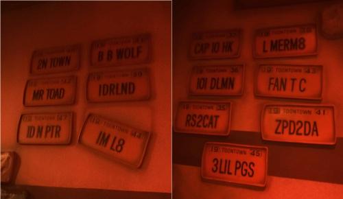 ディズニーの噂・裏技・裏話_「ロジャーラビットのカートゥーンスピン」に入ってすぐのナンバープレートが暗号になっている