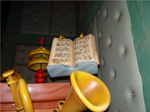 ディズニーの噂・裏技・裏話_「ミッキーの家とミートミッキー」で楽譜の中に隠れミッキー