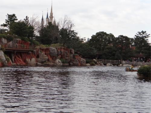 ディズニーの噂・裏技・裏話_アメリカ河で岩が隠れミッキーに