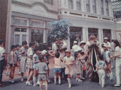 ディズニーの噂・裏技・裏話_開園当初のディズニーランドはオープン30分前に入園できた