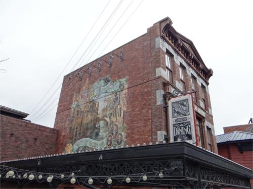 ディズニーの噂・裏技・裏話_ディズニーシーの「ニューヨーク・デリ」のポスターに隠れミッキー