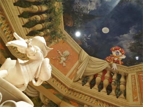 ディズニーの噂・裏技・裏話_シーのショップ「ヴィラ・ドナルド・ホームショップ」は天井に注目
