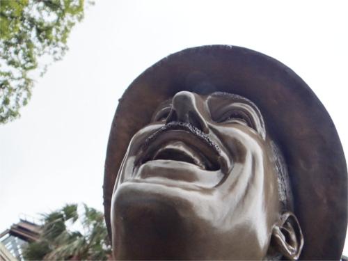 ディズニーの噂・裏技・裏話_ディズニーシーのウォルト・ミッキー像には隠れ要素がいっぱい