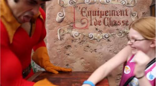 ディズニーの噂・裏技・裏話_ガストンが11歳の少女と腕相撲対決!その結果は