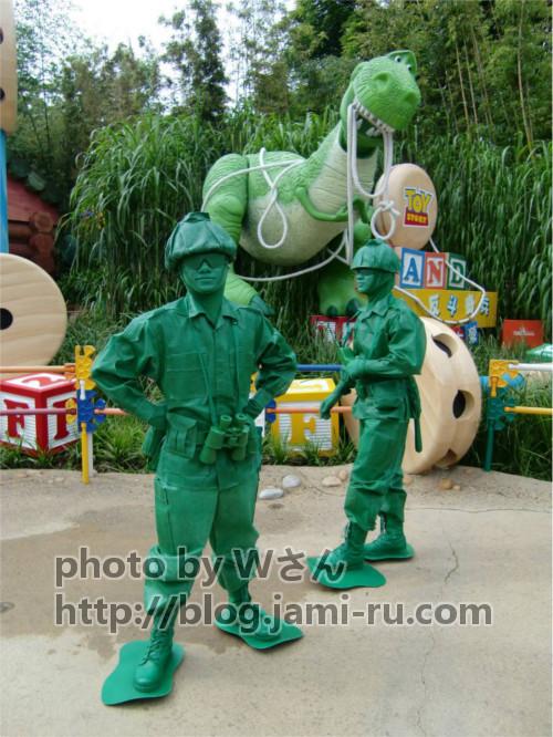 ディズニーの噂・裏技・裏話_グリーンアーミーメンは東京ディズニーリゾートと香港ディズニーランドで大きな違いがある
