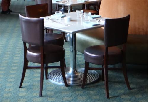 ディズニーの噂・裏技・裏話_ミラコスタ・レストランの子供椅子に隠れミッキー