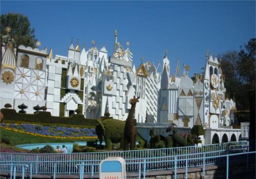 ディズニーの噂・裏技・裏話_カリフォルニア州アナハイムの「イッツ・ア・スモールワールド」にはディズニーキャラクターがいっぱい