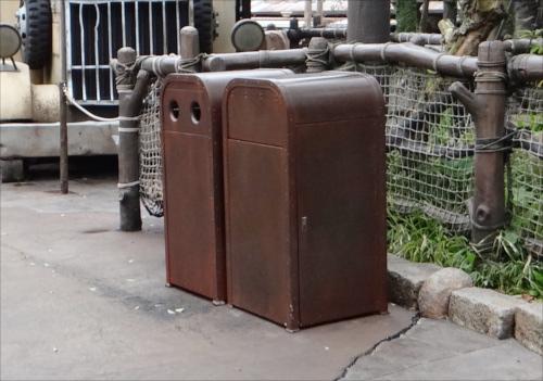 ディズニーの噂・裏技・裏話_パーク内のゴミ箱が変わる