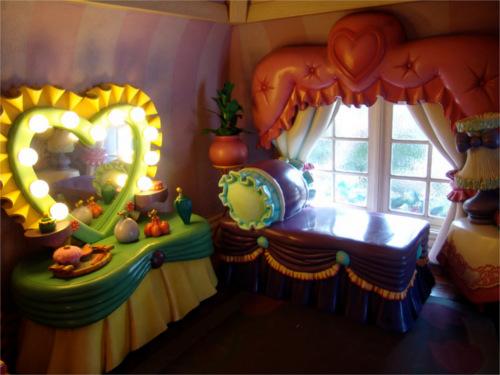 ディズニーの噂・裏技・裏話_ミニーの家の鏡にはおもしろい仕掛けが
