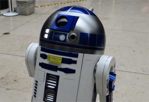 ディズニー雑学・トリビア・裏話_ポップコーンに4〜5時間待ち!?R2-D2のポップコーンバケットが大行列となった4つの理由
