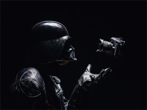 自撮りするダース・ベイダー