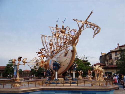ディズニーシーの15周年でエントランスに登場した船の名前_2
