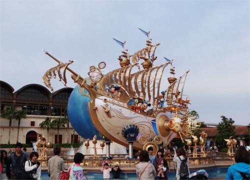 ディズニーシーの15周年でエントランスに登場した船の名前_3