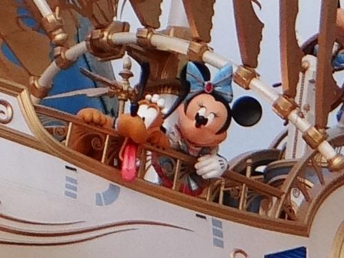 ディズニーシーの15周年でエントランスに登場した船の名前_5