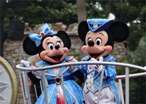 上海ディズニーランドのミッキー&ミニーの顔が公式なのに偽物感が半端ない