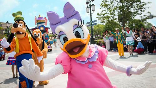 上海ディズニーランドのミッキー&ミニーの顔が公式なのに偽物感が半端ない_3
