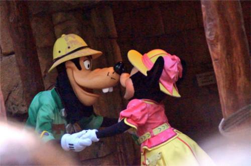 【衝撃】ミニーとグーフィーが浮気!?その時ミッキーは_1