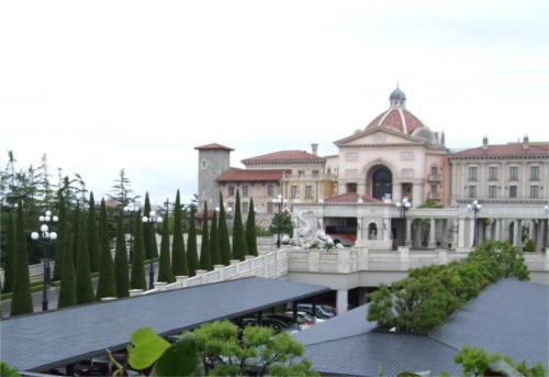 ホテルミラコスタは上空から眺めると棒人間