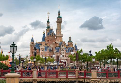 上海ディズニーと東京ディズニー、入園者1,000万人を早く突破したのはどっち?