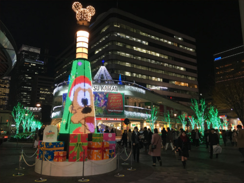 有楽町駅前広場のディズニーキャラクター・クリスマスツリーがとにかく綺麗_プルート