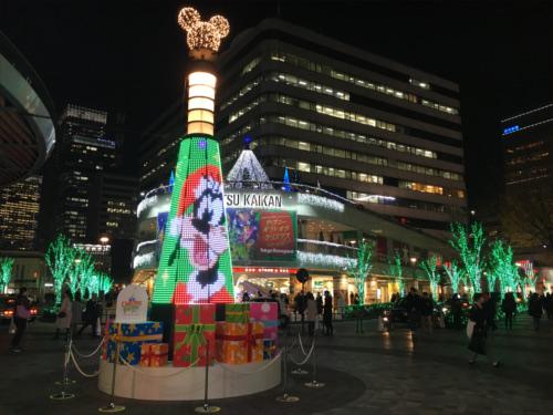 有楽町駅前広場のディズニーキャラクター・クリスマスツリーがとにかく綺麗_グーフィー