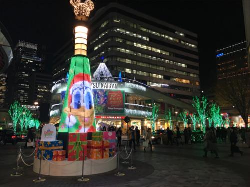 有楽町駅前広場のディズニーキャラクター・クリスマスツリーがとにかく綺麗_ドナルド