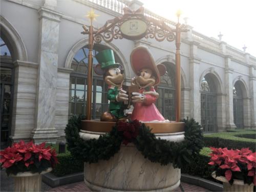 ミラコスタのエントランスにあるミッキーミニー像を後ろから見ると_1