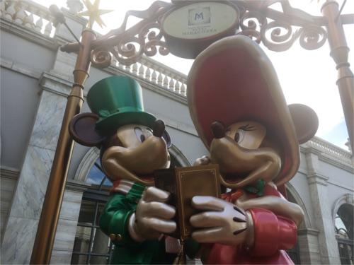 ミラコスタのエントランスにあるミッキーミニー像を後ろから見ると_2