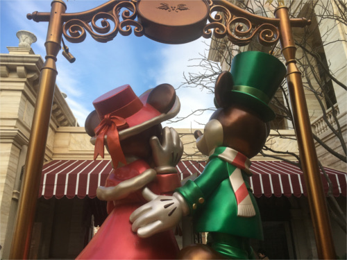ミラコスタのエントランスにあるミッキーミニー像を後ろから見ると_3